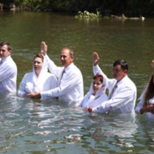 49 людей прийняли святе водне хрещення в Івано-Франківську