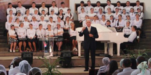 """"""" На небі будуть лише преображені люди"""" – навчав молодь в Чернівцях єпископ Михайло Паночко"""
