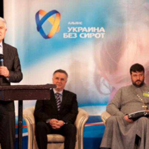 «Я вірю, що в України є майбутнє, бо Україну любить Бог!» – Старший єпископ Михайло Паночко на Саміті на захист сиріт.