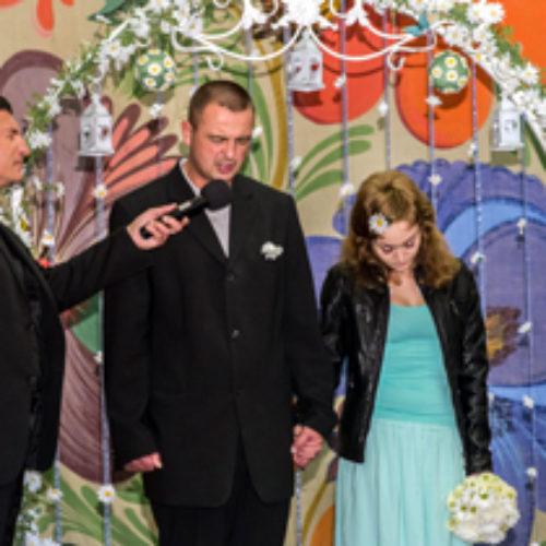 Християни подарували тюремному «пастору»… весілля