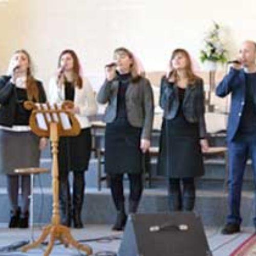 Конференція Дніпропетровського обласного об'єднання ЦХВЄУ: пастори дякують Богу