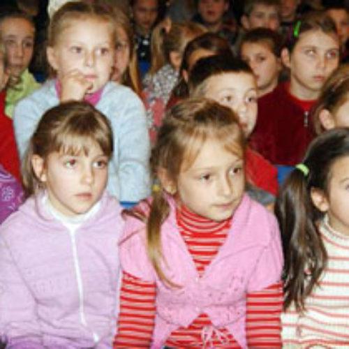 У селі Хомутець, де на базі церкви ХВЄ працює проект «Школа життя», заняття відвідує більшість сільських школярів