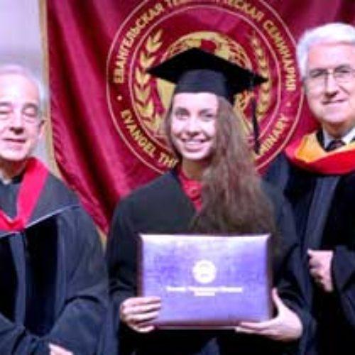 В Євангельській теологічній семінарії провели урочисту  церемонію вручення дипломів магістрам