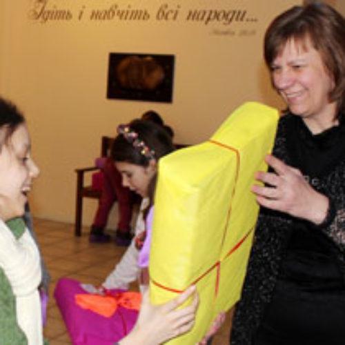 Євангельська теологічна семінарія та церква «Філадельфія» влаштували свято Різдва для маленьких переселенців зі Сходу України