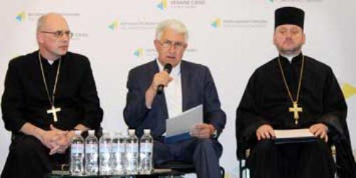 Оргкомітет Всеукраїнської ходи на захист прав дітей і сім'ї озвучив програму свята та пообіцяв приємну несподіванку для батьків і малечі