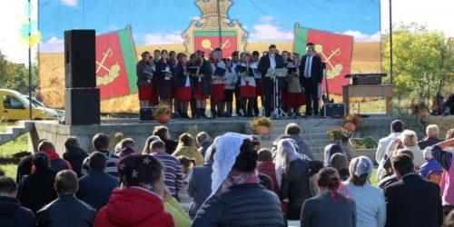 Коли церква стає лідером у селі: на Святі Подяки у Тарасівці влада дякувала церкві за активну позицію