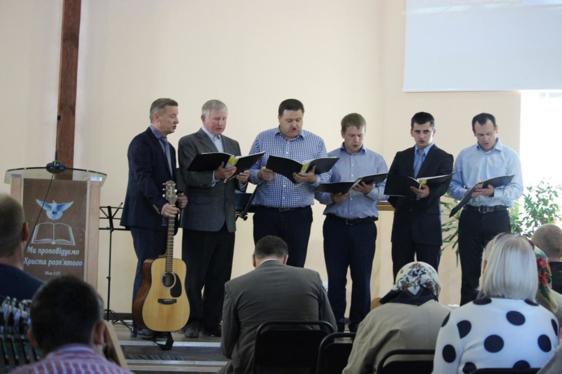 """Нотатки з """"Господнього Ковчегу"""" – церква у місті Ржищеві святкувала День подяки й річницю відкриття Дому молитви"""