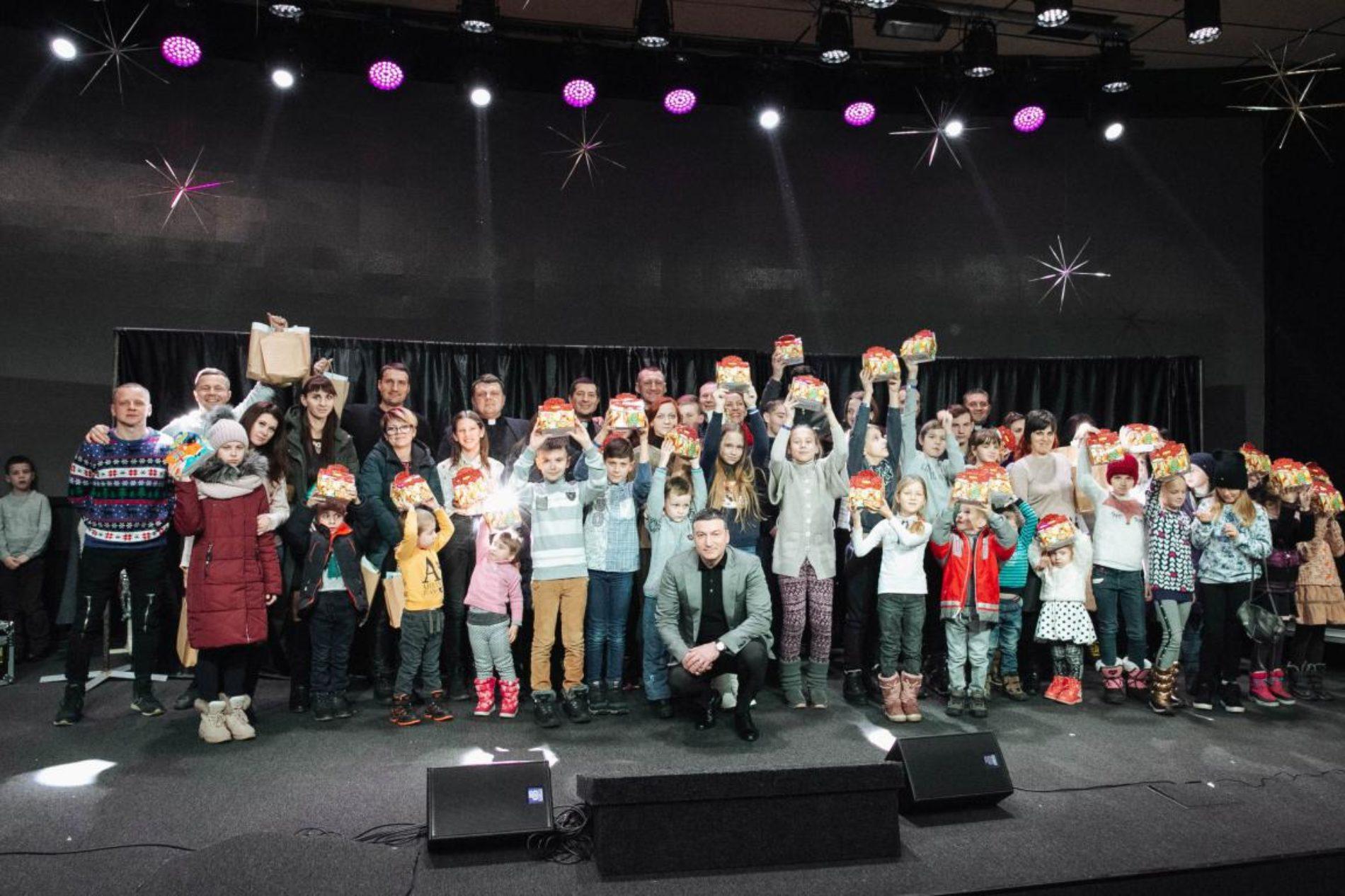 «Різдво у кожен дім» – київська церква подарувала свято дітям з різних регіонів України
