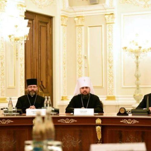 Петро Порошенко зустрівся із членами ВРЦіРО та попрохав священнослужителів посилити молитви про справедливі вибори