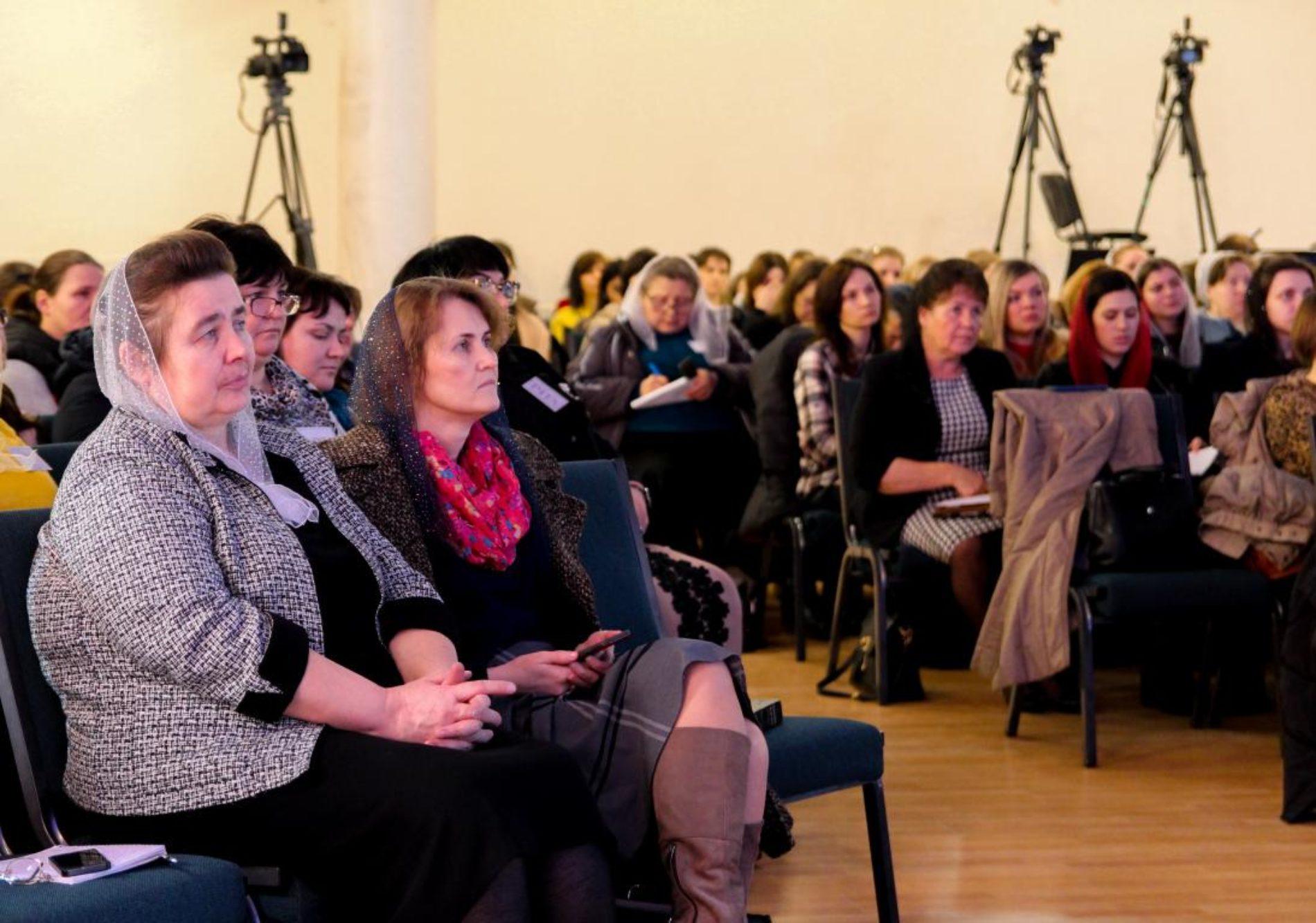 Щаслива жінка – здорова жінка: про те, як залишатись такою сестрам розповіла акушер-гінеколог Анна Савочкіна (ФОТО)