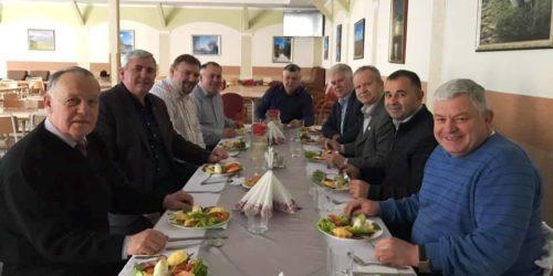 Як «оживити» служіння у сільських церквах та забезпечити духовний супровід заробітчанам в Європі, розглядали на нараді єпископи Південно-Західного регіону